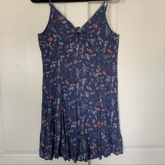 AMERICAN EAGLE | 90s Vibe Blue Floral Dress